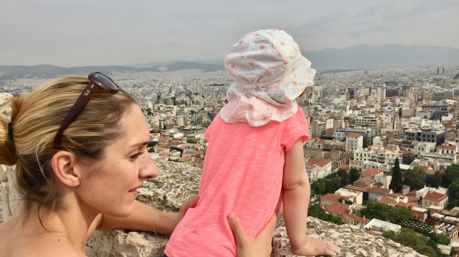 Akropolis-mit-Kleinkind-Athen